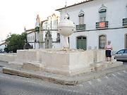 Evora is een stad in het zuidoosten van Portugal, en is de hoofdstad van het gelijknamige district in de regio Alentejo. Het historische centrum van de stad is in 1986 opgenomen op de Werelderfgoedlijst van de UNESCO.<br /> <br /> Evora is a city in southeastern Portugal, and is the capital of the district of the same name in the Alentejo region. The historic center of the city was added to the UNESCO World Heritage List in 1986.