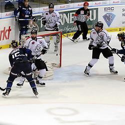 Tor zum 5:3 durch 15 John Laliberte (Spieler ERC Ingolstadt) mit auf dem Bild 7 Brian Lebler (Spieler ERC Ingolstadt), 9 Brandon Buck (Spieler ERC Ingolstadt) und 22 Derek Joslin (Spieler Thomas Sabo Ice Tigers) und 49 Kyle Klubertanz (Spieler Thomas Sabo Ice Tigers) und 19 Matthew Murley (Spieler Thomas Sabo Ice Tigers) beim Spiel in der DEL, ERC Ingolstadt (blau) - Nuenrberg Ice Tigers (weiss).<br /> <br /> Foto © PIX-Sportfotos *** Foto ist honorarpflichtig! *** Auf Anfrage in hoeherer Qualitaet/Aufloesung. Belegexemplar erbeten. Veroeffentlichung ausschliesslich fuer journalistisch-publizistische Zwecke. For editorial use only.