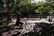 In Utrecht fietst een vrouw over de Bemuurde Weerd op haar stadsfiets.<br /> <br /> In Utrecht a woman is cycling at the Bemuurde Weerd on her city bike.
