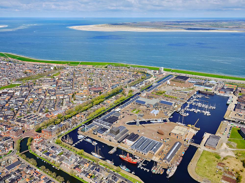 Nederland, Noord-Holland, gemeente Den Helder, 07-05-2021; Zicht op Willemsoord - Oude Rijkswerf van de Koninklijke Marine. Op het terrein is het nieuwe droogdok, dok II, duidelijk te herkennen. <br /> View of Willemsoord - Old Royal Yard of the Royal Navy. The new dry dock, dock II, is clearly recognizable.<br /> luchtfoto (toeslag op standard tarieven);<br /> aerial photo (additional fee required)<br /> copyright © 2021 foto/photo Siebe Swart