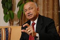 10 NOV 2006, BERLIN/GERMANY:<br /> Shri Sushil Kumar Shinde, Minister für elektrische Energie Indien, waehrend einem Interview, Residenz des Indischen Botschafters in Berlin<br /> IMAGE: 20061110-01-016<br /> KEYWORDS: Energieminister