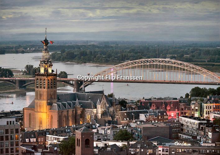 Nederland, Nijmegen, 21-7-2020Panorama op delen van de stad bij avond, st. stevenskerk, sint stevenstoren, kerk, waalbrugFoto: Flip Franssen