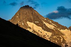 THEMENBILD - Gipfel der Schobergruppe, der Glödies (3206 m ü. A) im letzten Abendlicht. Kals, Österreich am Sonntag den 5. Juli 2020 // Summit of the Schobergruppe , the Gloedies (3206 m above sea level) in the last evening light. Kals, Austria on Sunday 5 July 2020. Kals, Austria on Sunday, July 5, 2020. EXPA Pictures © 2020, PhotoCredit: EXPA/ Johann Groder