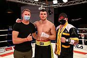 BOXEN: Universum Boxpromotion, Hamburg, 20.22.2021<br /> Trainer Mark Haupt , Elvir Sendro (BIH) und Mick Brügg<br /> © Torsten Helmke