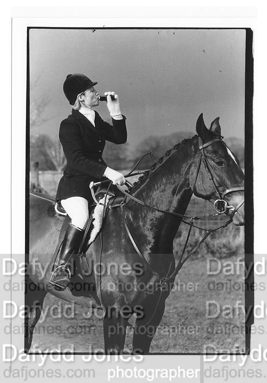 Mrs. David Parker, BEAUFORT MEET, Gloucestershire. 1987.  *** Local Caption *** -DO NOT ARCHIVE-© Copyright Photograph by Dafydd Jones. 248 Clapham Rd. London SW9 0PZ. Tel 0207 820 0771. www.dafjones.com.<br /> Mrs. David Parker, BEAUFORT MEET, Gloucestershire. 1987.