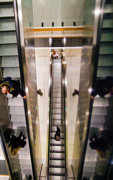 Belgie, Brussel, 4 dec  2008.Europees Parlement. Roltrappen in het gebouw van het EP.Foto (c) Michiel Wijnbergh..European Parliament