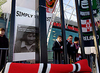 Photo: Jed Wee.<br />Tranmere Rovers v Swansea City. Coca Cola League 1.<br />26/11/2005.<br />Fans pay tribute to George Best at Old Trafford