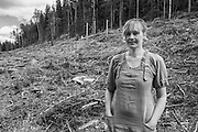 Portrait of Maria Vildhjärta, wood carving artist and ardent activist against clear-cutting and for responsible forestry practices /träartist och skogsaktivist på kalhygge