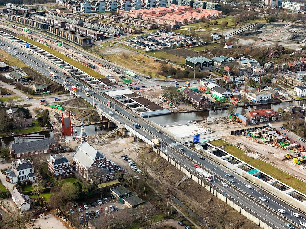 Nederland, Zuid-Holland, Leiderdorp, 20-02-2012; eerste van twee aquaducten onder de Oude Rijn, rechts van de bestaande A4..First of the two aqueducts under the canalized river Oude Rhine under construction on behalf of road widening..copyright foto/photo Siebe Swart