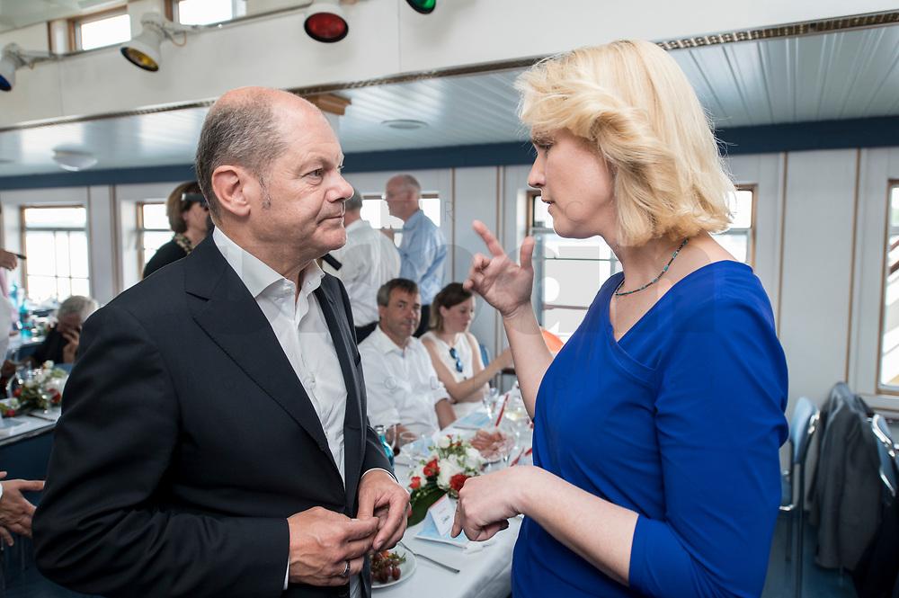 04 JUN 2019, BERLIN/GERMANY:<br /> Olaf Scholz (L), SPD, Bundesfinanzminister, und Manuela Schwesig (R), SPD, Ministerpraesidentin Mecklenburg-Vorpommern, im Gespraech, Spargelfahrt des Seeheimer Kreises der SPD, Anleger Wannsee<br /> IMAGE: 20190604-01-095<br /> KEYWORDS: Gespräch
