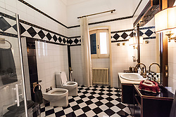 Alessano, Lecce. Villa La Cicale, dimora residenziale privata con piscina, giardino, mosaici e arredamento antico.