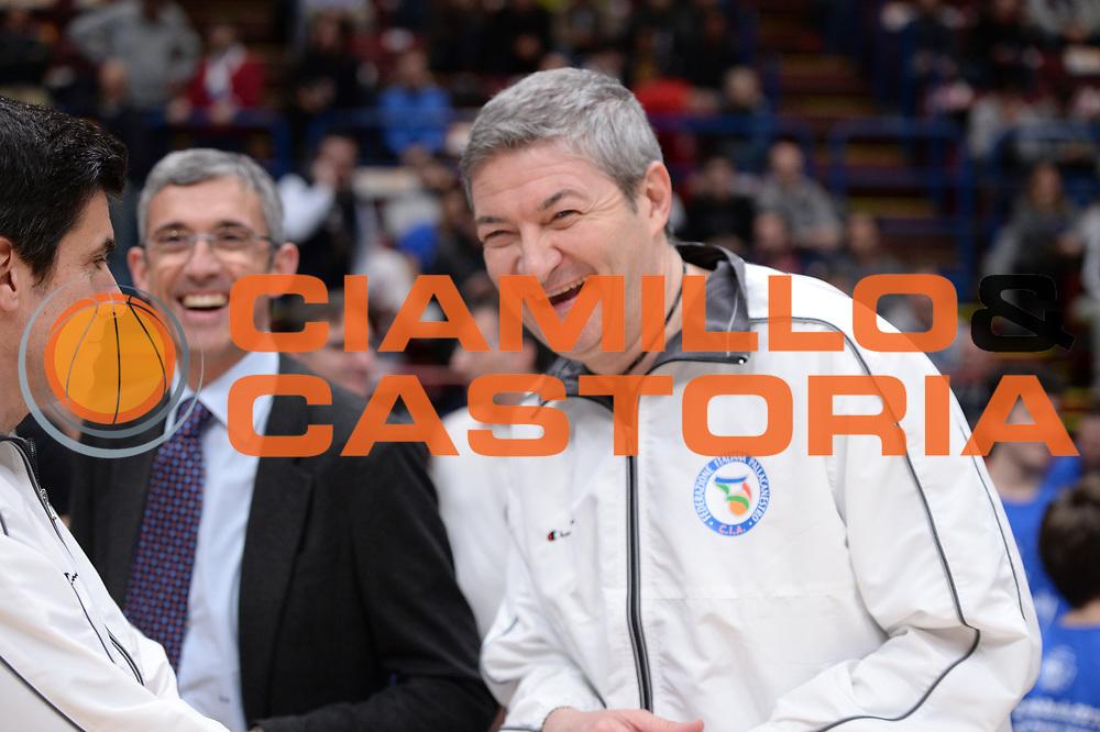 DESCRIZIONE : Milano BEKO Final Eigth  2016<br /> Vanoli Cremona - Dinamo Banco di Sardegna Sassari<br /> GIOCATORE : Luigi Lamonica<br /> CATEGORIA :  Before Pregame Fair Play Ospite Vip Arbitro Referee<br /> SQUADRA : Vanoli Cremona<br /> EVENTO : BEKO Final Eight 2016<br /> GARA : Vanoli Cremona - Dinamo Banco di Sardegna Sassari<br /> DATA : 19/02/2016<br /> SPORT : Pallacanestro<br /> AUTORE : Agenzia Ciamillo-Castoria/M.Longo<br /> Galleria : Lega Basket A 2016<br /> Fotonotizia : Milano Final Eight  2015-16 Vanoli Cremona - Dinamo Banco di Sardegna Sassari<br /> Predefinita :