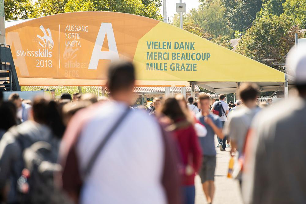 12. September 2018; Bern; swiss skills 2018  - Besucher auf dem Weg zu Ausgang (Michael Zanghellini)