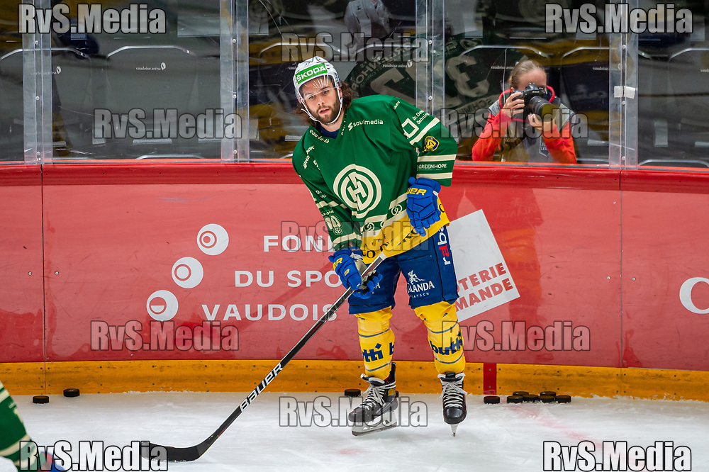 LAUSANNE, SWITZERLAND - SEPTEMBER 24: Julian Schmutz #37 of HC Davos warms up prior the Swiss National League game between Lausanne HC and HC Davos at Vaudoise Arena on September 24, 2021 in Lausanne, Switzerland. (Photo by Robert Hradil/RvS.Media)