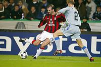 Fotball, 4. november 2003, Champions League,, Club Brugge ( Brügge )-Milan 0-1,  Giuseppe Pancaro, Milan, mot Peter van der Heyden, Brugge