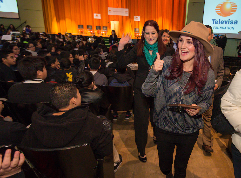 """Telenovela actress Dulce Maria, center, acknowledges students following a Televisa Foundation """"Live the Dream"""" event at Burbank Middle School, December 9, 2013."""