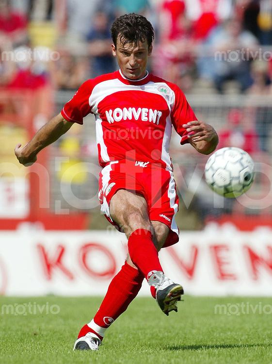 FUSSBALL 2. Bundesliga 2002/2003 Daniel Romero CIUCA, Einzelaktion am Ball Rot-Weiss Oberhausen