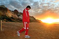 seizoen 2008 / 2009 , 07-01-2009 training ajax in de algarve portugal tijdens de winterstop op het strand luis suarez