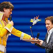 NLD/Amsterdam/20100114 - Uitreiking Twitteraar van het jaar 2009 prijs, Bas Westerweel en Lone van Roosendaal reiken de prijs uit aan Marco Borsato