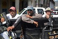 Nella piazza di Los Reyes l'autodifesa è pronta per iniziare a pattugliare la città.