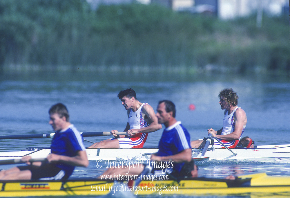 Barcelona, SPAIN. Gold Medalist, GBR M2+, Bow Jonny SEARLE and Greg SEARLE with cox, Gary HERBERT. closing stages of the Final, 1992 Olympic Rowing Regatta Lake Banyoles, Catalonia [Mandatory Credit Peter Spurrier/ Intersport Images] Last time Men's coxed pair raced at the Olympics,