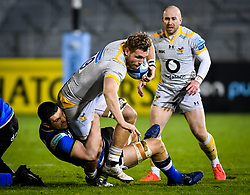 Charlie Ewels of Bath Rugby attempts a tackle on Brad Shields of Wasps - Mandatory by-line: Andy Watts/JMP - 08/01/2021 - RUGBY - Recreation Ground - Bath, England - Bath Rugby v Wasps - Gallagher Premiership Rugby