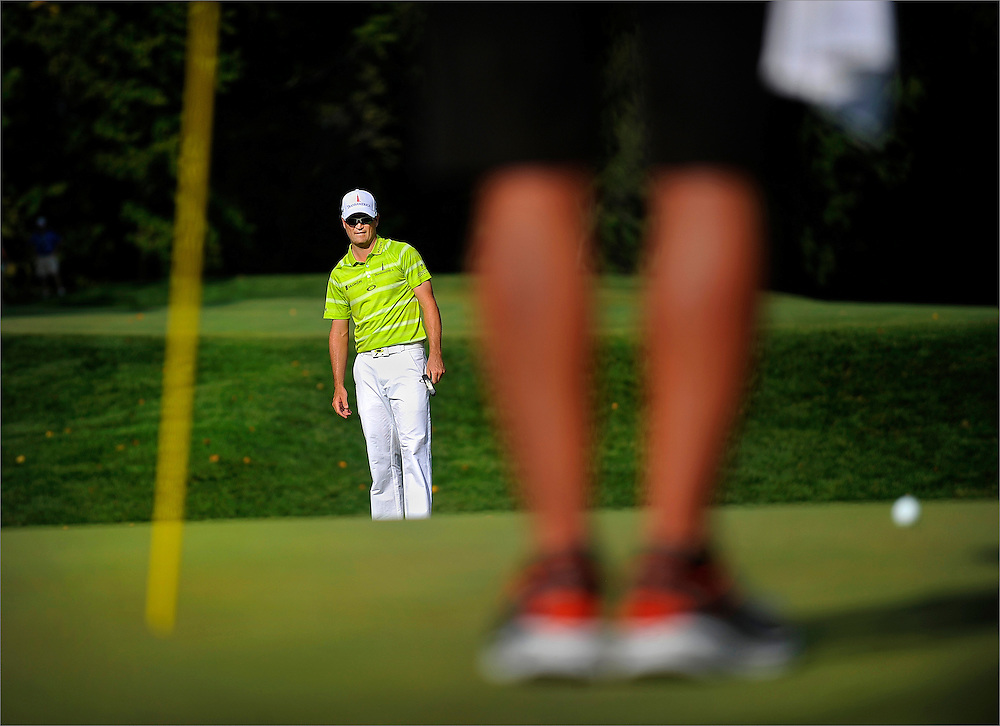 Zach Johnson watches his putt on the eighteenth hole during the third round of The Barclays Championship held at Plainfield Country Club in Edison, New Jersey on August 29.