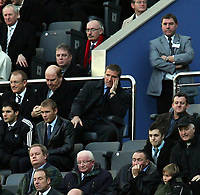 Fotball<br /> Premier League 2004/05<br /> Newcastle v Everton<br /> 28. november 2004<br /> Foto: Digitalsport<br /> NORWAY ONLY<br /> Newcastle's chairman, Freddy Shepherd, and manager, Graeme Souness, find little to entertain them as their team plays Everton