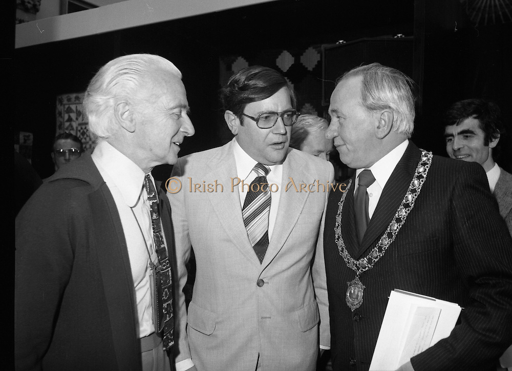 09/08/1979.08/09/1979.9th August 1979.Opening of Irish Patchwork exhibition and Presentation of the Young Designer Awards at Kilkenny Castle. Ray Burke, T.D speaking with the Mayor of Kilkenny, Thomas Martin.