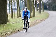 In Utrecht rijdt een oudere man op een racefiets.<br /> <br /> In Utrecht an older man rides his road bike.