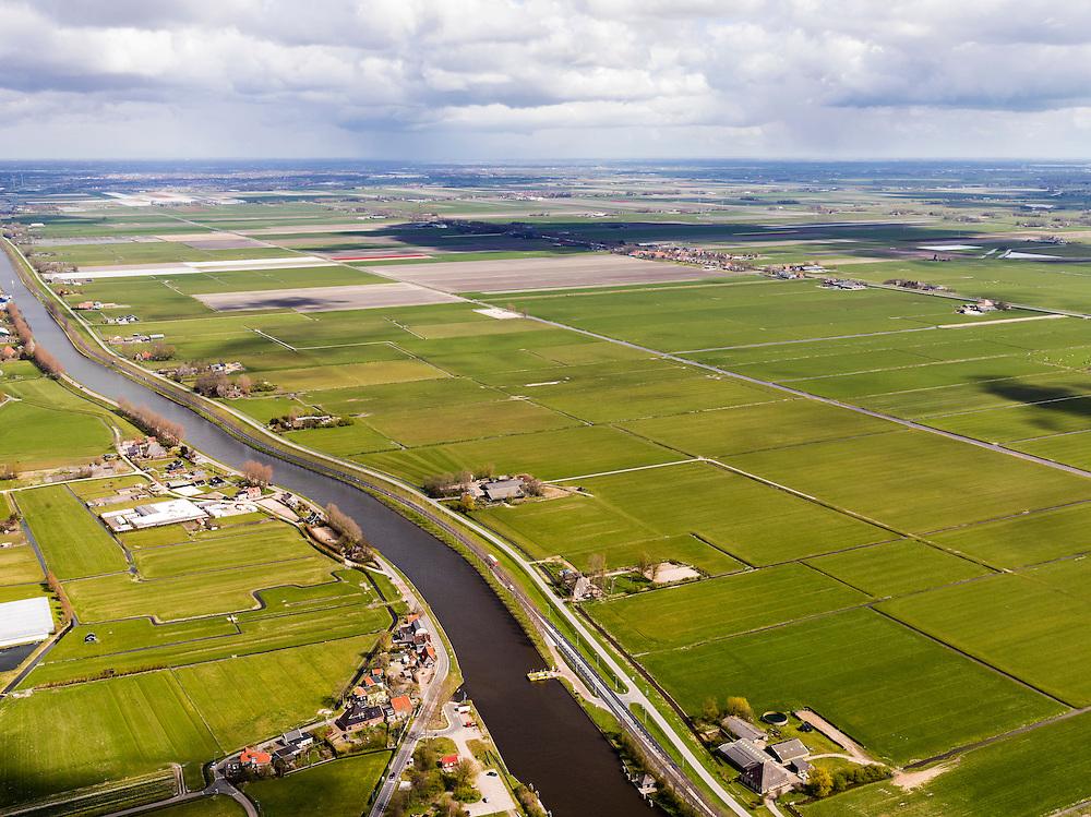 Nederland, Noord-Holland, Gemeente Schermer, 16-04-2012; Polder I, onderdeel van De Schermer, met Noordhollandsch kanaal en deel Groot-Limmerpolder, gezien naar Heerhugowaard. .Polder I,  regular land division designed on purpose next to the Noordhollandsch kanaal (canal). Part of the polder Schermer...luchtfoto (toeslag), aerial photo (additional fee required);.copyright foto/photo Siebe Swart