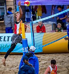 25-08-2018 NED: DELA Beach NK Volleyball, Scheveningen<br /> Dirk Boehlé #1 NED, Steven van de Velde #2 NED