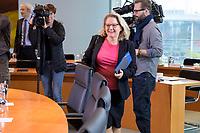 06 NOV 2019, BERLIN/GERMANY:<br /> Svenja Schulze, SPD, Bundesumweltministerin, auf dem Weg zu ihrem Platz, vor Beginn der Kabinettsitzung, Bundeskanzleramt<br /> IMAGE: 20191106-01-001<br /> KEYWORDS: Kabinett, Sitzung
