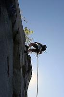 En klatrer på rapell i Korsvika i Trondheim, A climber is rapelling in Korsvika in Trondheim
