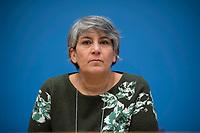 DEU, Deutschland, Germany, Berlin, 10.12.2020: Parastou Forouhar, iranische Künstlerin und Aktivistin, in der Bundespressekonferenz zur Menschenrechtslage im Iran.