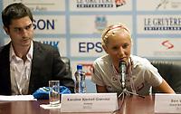 Friidrett<br /> EM U20<br /> Novi Sad<br /> 22.07.2009<br /> Foto: Hasse Sjøgren/Digitalsport<br /> NORWAY ONLY<br /> <br /> Karoline Bjerkeli Grøvdal överraskade alla med att bemöta frågan varför hon väljer 5000 meter med att hon både springer halvmilen och 3000 meter hinder under junior-EM i Novi Sad - även presschefen på EAA James Mulligan ser förvånad ut