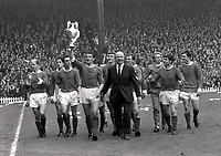 Fotball<br /> England historie<br /> Foto: Colorsport/Digitalsport<br /> NORWAY ONLY<br /> <br /> United team lap of honor. Bill Foulkes - Manchester United holds aloft the League Championship Trophy with Manager Matt Busby by his side. L to R. Charlton, Shay Brennan, John Aston, Foulkes, Best (behind), Alex Stepney, Busby, Paddy Crerand, Denis Law, Tony Dunne and Jim Ryan.Manchester United v Stoke City 13/5/67. 1966/67 season.