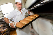 James Tilander, bagare som driver bageriet Home Bakery i Astoria, Oregon. 1910 startades Home Bakery av tre finska emigranter Elmer Wallo, Charlie Jarvanin och Arthur A. Tilander. James Tilander är barnbarn till Arthur A. Tilander.<br /> <br /> Foto: Christina Sjögren