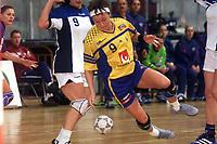 8nov2001 Fjellhallen Gjøvik - Linda Nilsson mister ballen på syvmeteren. (Foto: Andreas Fadum, Digitalsport)