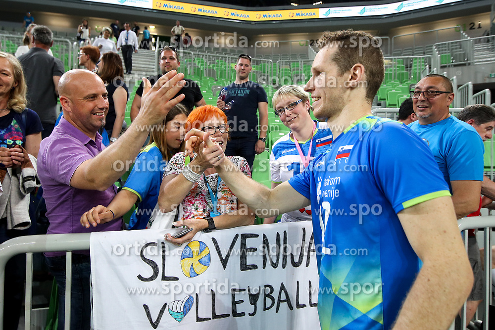 Tine Urnaut of Slovenia and fans after volleyball match between National teams of Slovenia and Belgium in 2nd Round of 2018 FIVB Volleyball Men's World Championship qualification, on May 28, 2017 in Arena Stozice, Ljubljana, Slovenia. Photo by Morgan Kristan / Sportida