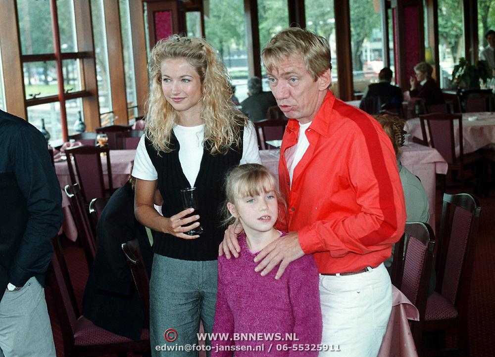 Boekpresentatie Bavo Galema, samen met dochter Fien en vrouw Marleen Driessen