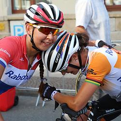 GREIZ (DLD) WIELRENNEN  <br /> Marianne Vos heeft de vijfde etappe van de Thüringen Rundfahrt gewonnen. Nationaal Kampioene Anouska Koster gaf de vermoeide Vos een schouderklopje