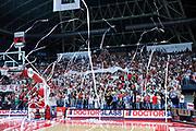 DESCRIZIONE : Pesaro Lega A 2011-12 Scavolini Siviglia Pesaro EA7 Emporio Armani Milano Semifinali Play off gara 4<br /> GIOCATORE : TIFOSI<br /> CATEGORIA : tifosi<br /> SQUADRA : Scavolini Siviglia Pesaro<br /> EVENTO : Campionato Lega A 2011-2012 Semifinale Play off gara 4<br /> GARA : Scavolini Siviglia Pesaro EA7 Emporio Armani Milano<br /> DATA : 04/06/2012<br /> SPORT : Pallacanestro <br /> AUTORE : Agenzia Ciamillo-Castoria/C.De Massis<br /> Galleria : Lega Basket A 2011-2012  <br /> Fotonotizia : Pesaro Lega A 2011-12 Scavolini Siviglia Pesaro EA7 Emporio Armani Milano Semifinale Play off gara 4<br /> Predefinita :