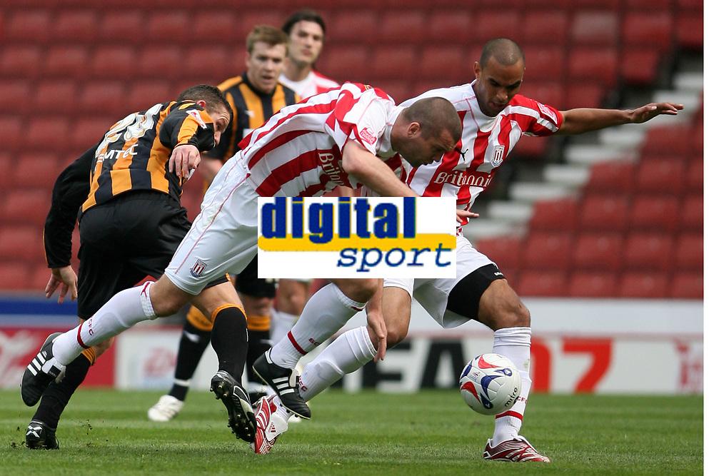 Photo: Pete Lorence.<br />Stoke City v Hull City. Coca Cola Championship. 21/04/2007.<br />Stoke City on the attack.