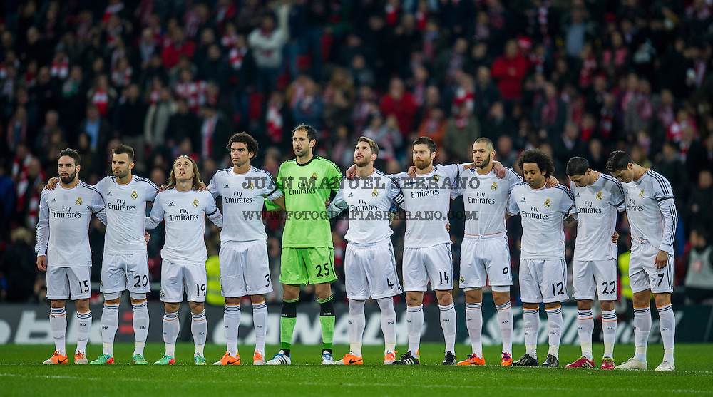 BILBAO, SPAIN - FEBRUARY 02:  Real Madrid CF players observe a minute silence in memory of former Spain National Team coach Luis Aragones during the La Liga match between Athletic Club and Real Madrid CF at San Mames Stadium on February 2, 2014 in Bilbao, Spain.  (Photo by Juan Manuel Serrano Arce/Getty Images)