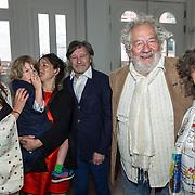 NLD/Amsterdam/20190701 - Uitreiking Johan Kaartprijs 2019, Pierre Bokma met zijn gezin en Chiem van Houweninge en partner Marina de Vos