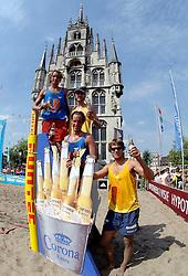 18-06-2006 VOLLEYBAL: CITY BEACH TOUR: GOUDA<br /> De finales van de City Beach! Tour stond dit weekend op de markt van Gouda / winnaars<br /> ©2006-WWW.FOTOHOOGENDOORN.NL