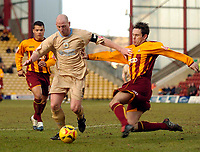 Photo: Jed Wee.<br />Bradford City v Bristol City. Coca Cola League 1. 18/02/2006.<br />Bristol's Steve Brooker (L) attacks.