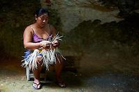 Mexique, Etat de Campeche, Becal, fabrication des chapeaux Panama // Mexico, Campeche state, Becal, maya woman making Panama hat