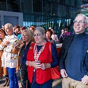 NLD/Hilversum/20181003 - Onthulling Mies Bouwman Totempaal, Ans Markus, Maarten Baas, Bas Kosters, Gerti Bierenbroodspot, Robin de Puy, Marte Röling en Siegfried Woldhek